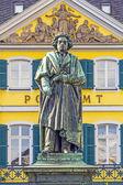 The Beethoven Monument on the Munsterplatz in Bonn — Stock Photo