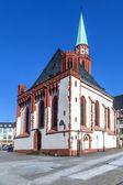 Iglesia de nikolai famoso en frankfurt en el lugar central roemer — Foto de Stock