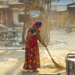 Indian women of fourt class in brightly colored clothing cleans — Photo