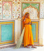 Woman of fourt class in brightly colored sari clean the Amber pa — Stock Photo