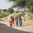 Unidentified girls on their way to the Pushkar fair — Stock Photo