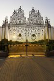 Gates at entrance to House of Parliament, Delhi, India — Stock Photo