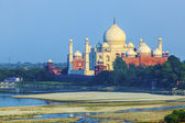 Perspective view on Taj-Mahal mausoleum — Stock Photo