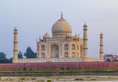 Taj mahal from yamuna river in sunset — Stock Photo