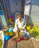Typical vegetable street market in Delhi — Stock Photo
