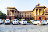 Offizielle Hindustan Ambassador Autos geparkten außerhalb Nord Block, s — Stockfoto