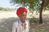 Rajasthani domorodá muž nosí tradiční barevné turban — Stock fotografie