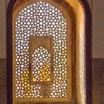 Beautiful windows with ornaments in islamic style inside humayun — Stock Photo