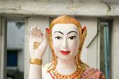 Buddah med peace-tecken i ett tempel i bangkok — Stockfoto