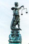 леди правосудия во франкфурте — Стоковое фото