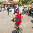 Woman carrys goods on the shoulder at the Sadar market at the cl — Stock Photo