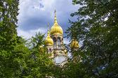 Ünlü Rus Ortodoks Kilisesi ile altın kopula — Stok fotoğraf