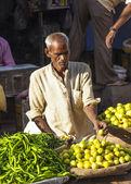Man selling vegetables at Chawri Bazar in Delhi, India — Stock Photo