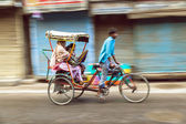 Rickshaw rider transports passenger early morning — Stock Photo
