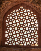 Beautiful carved sandstone window in a mosque — Stock Photo