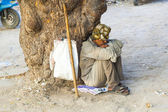 Indian street beggar seeking alms on the street — Stock Photo