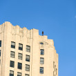 Facade of Empire State Building in the afternoon with iron statu — Stock Photo