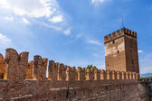 Old bridge in Verona over Adige river - Castelvecchio — Stock Photo