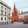Marktkirche in Wiesbaden with Hesse parliament, Germany — Stock Photo