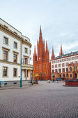 Marktkirche in Wiesbaden with Hesse parliament, Germany — Stockfoto