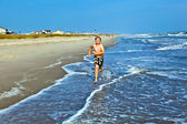 Ragazzi, godendo il bellissimo oceano e spiaggia — Foto Stock