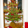 Decorated Christmas tree at home — Stok fotoğraf