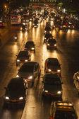 Verkeer op de hoofdweg in bangkok's nachts — Stockfoto