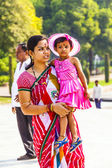 Mother with her child visit the Taj Mahal in Agra, India — Stock Photo