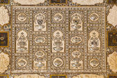 Details of walls in rich decorated Amber fort in Jaipur, India — Stock Photo
