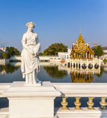 Statue at Bang Pa-In Palace, the summer palace of the King — Stock Photo