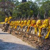 статуи будды в храме ват яй чай монгкол в ayutthay — Стоковое фото