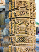 Stone carvings at pillars, Qutab Minar, Delhi — Stock Photo