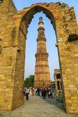 Qutub minar torre o qutb minar, el minarete de ladrillo más alto en el th — Foto de Stock