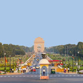View on Rajpath boulevard to India gate — 图库照片