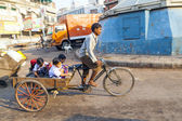 Father transports his children in a cycle rickshaw — Stock Photo