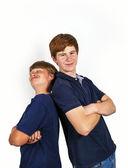 Lindos chicos guapos divirtiéndose juntos aislado en blanco — Foto de Stock