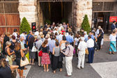 Visitors wait outside the arena di verona for entrance — Stock Photo