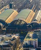 Luchtfoto van het hauptbahnhof in middag — Stockfoto