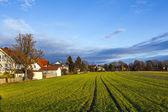 Paisaje rural en munich con nuevo asentamiento y campos — Foto de Stock