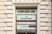 Hodiny označuje aktuální dluh v německu — Stock fotografie