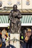 Sculpture of market woman at the Viktualien Market — Stock Photo