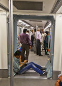 DELHI - NOVEMMER 11: passengers alighting metro train on Novembe — Stock Photo