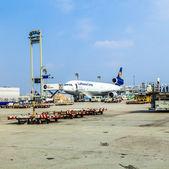 Lufthansa Cargo Flight ready for loading — Stock Photo
