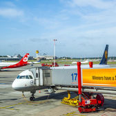 Aircraft at the gate in Terminal 2 — Stock Photo