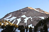 Schnee auf mount lassen im nationalpark — Stockfoto