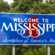 Red, white, and blue sign to welcome travelers to Mississippi -  — Stock Photo