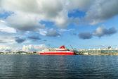 Cruise ship Resorts world bimini super fast at home dock — Stock Photo