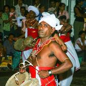 Musician participates the festival Pera Hera in Kandy — Stock Photo