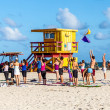 People enjoy the fitness course at south beach — Stockfoto
