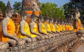 Estátuas de buda no templo de wat yai chai mongkol — Foto Stock
